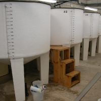 Cylindrical tank with high feet