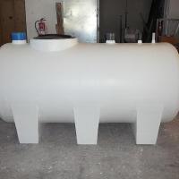 3000 liters tank of surface with pvc outputs