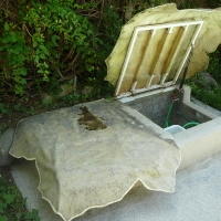Cover swimming pool cleaner leaf-shaped