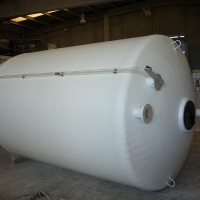 Dry outer level for tanks